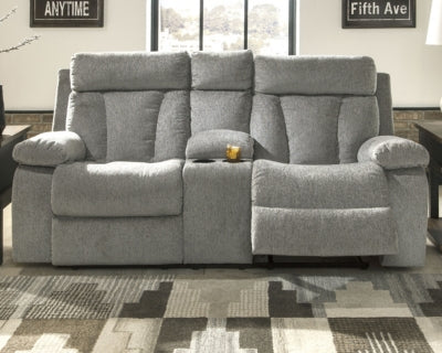 Mitchiner Signature Design by Ashley Loveseat