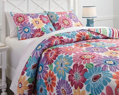Alexei Signature Design by Ashley Quilt Set Full