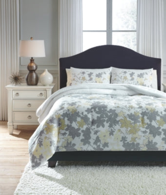 Maureen Signature Design by Ashley Comforter Set Queen