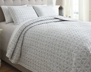 Mayda Signature Design by Ashley Quilt Set King