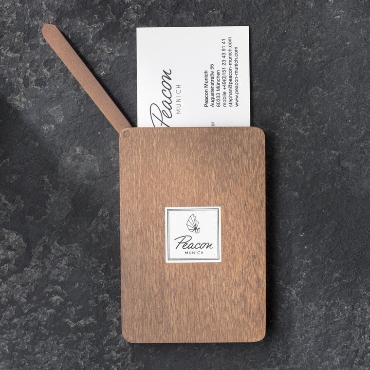 "Exklusiver Card Holder aus bayerischem Holz ""Walnut"" - Peacon"