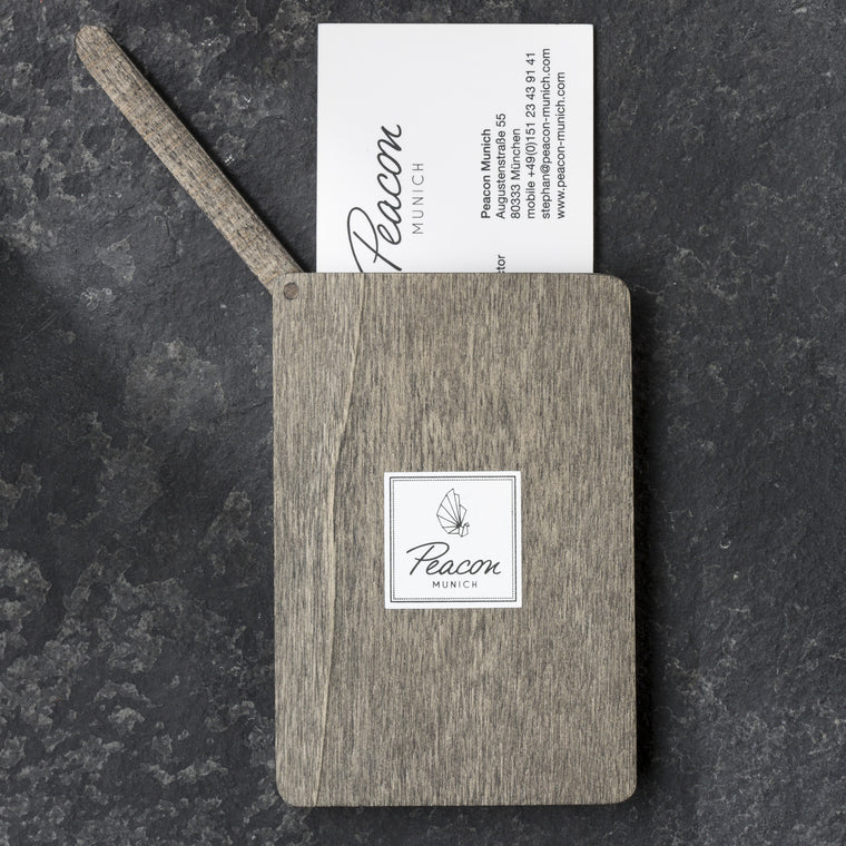 "Exklusiver Card Holder aus bayerischem Holz ""Graphite"" - Peacon"