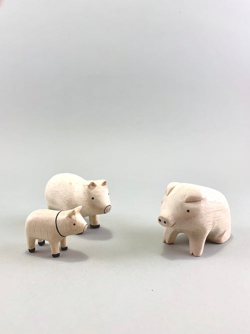 Wooden Pig Family Set