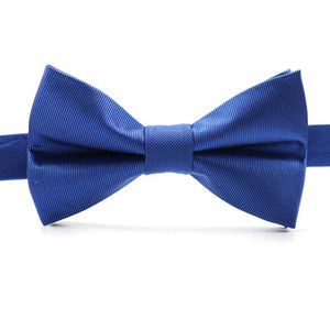 Want to stand out from the crowd like a royal, the Louzo Le Blanc bow tie was made for you. Some may call the colour Royal Blue, we call it Le Bleu. Its 100% Silk and has the option to be personalised by being monogrammed in 1 of 5 different colours.