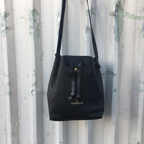 Good Winter GW2 Bucket Bag Medium Black