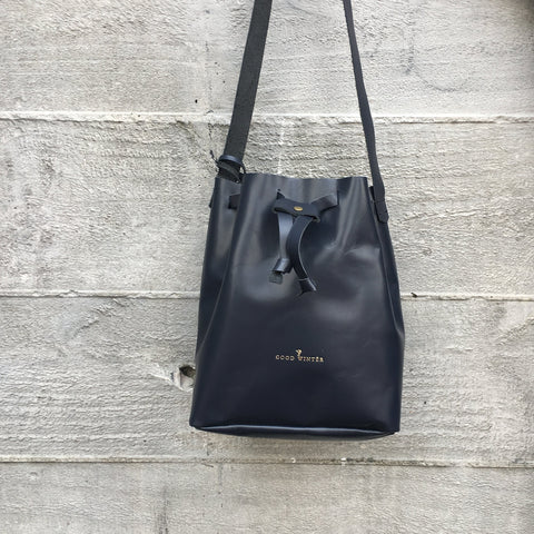 Good Winter GW2 Bucket Bag Medium Navy