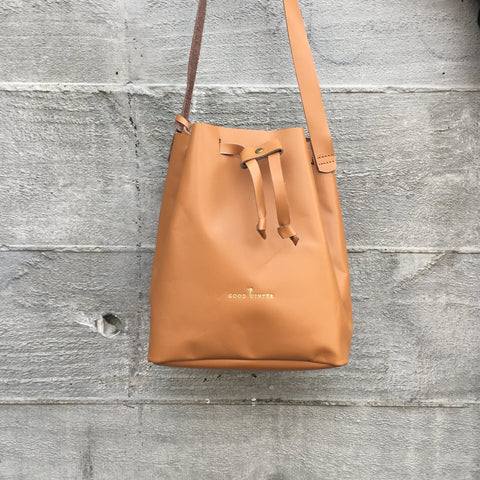 Good Winter GW2 Bucket Bag Medium Tan