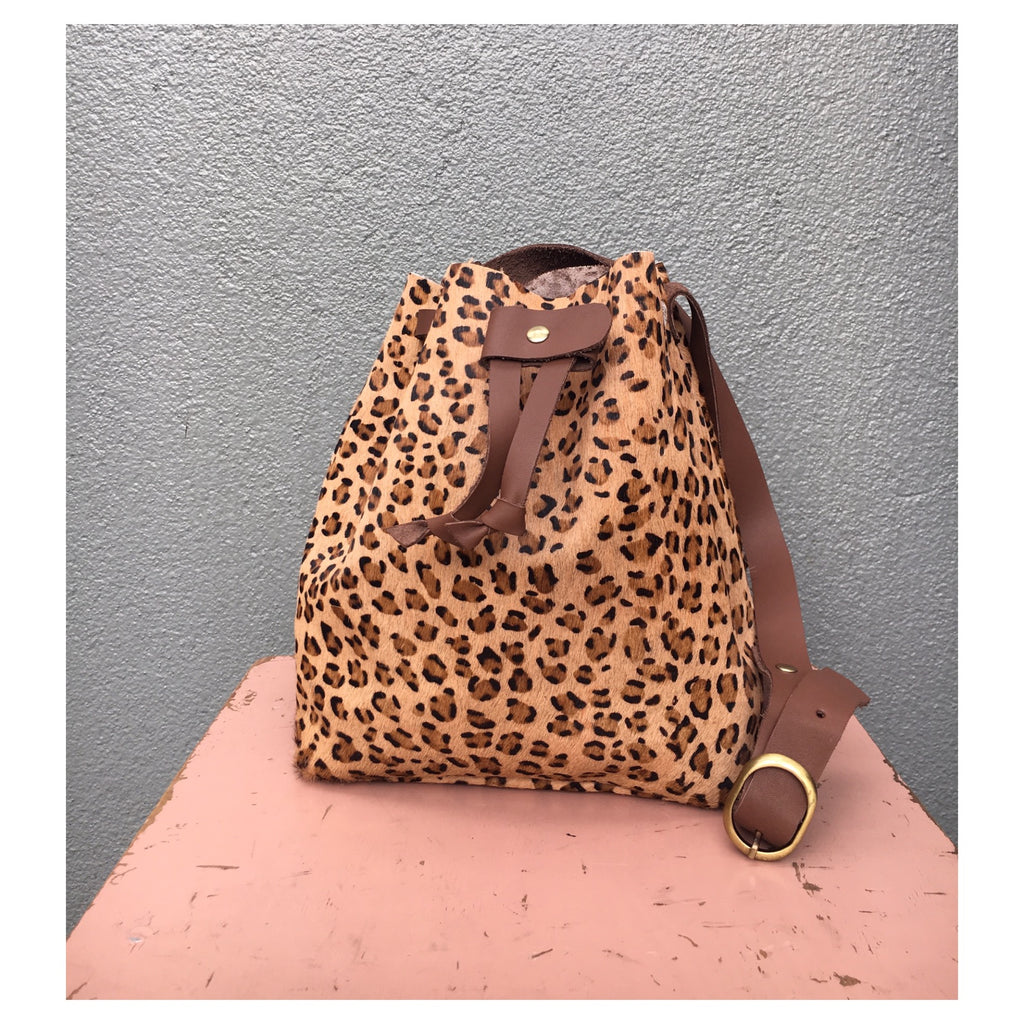 Good Winter GW2 Bucket Bag Medium Leopard Print