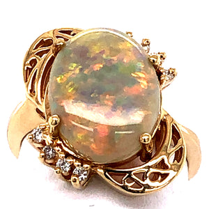 14 Karat Yellow Gold Ring with Opal and Diamonds