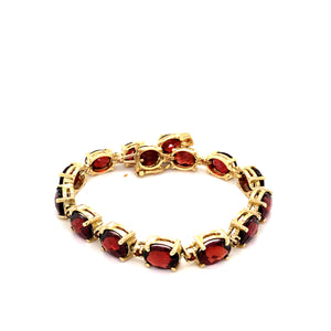 14 Karat Yellow Gold Bracelet with Garnet