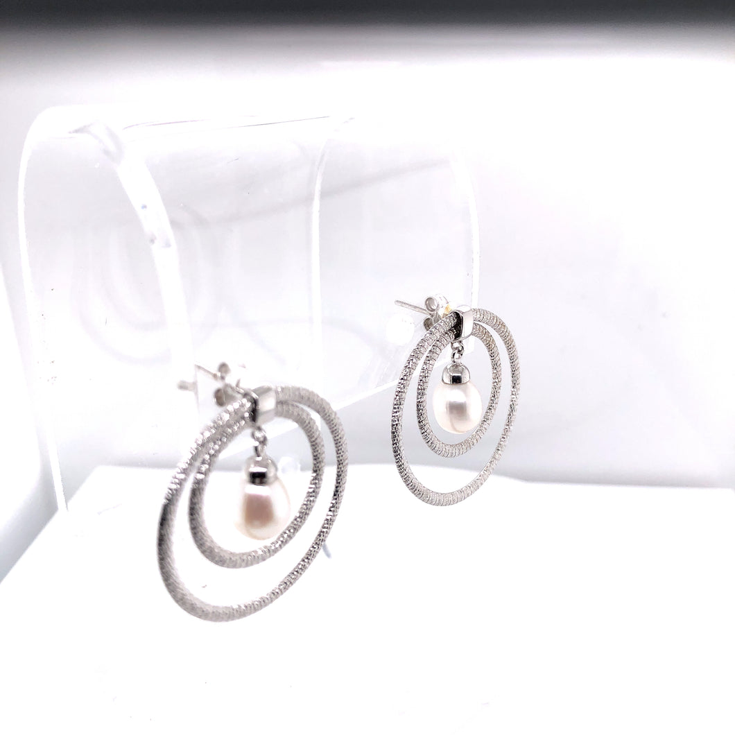 14 Karat White Gold Earrings with Pearl