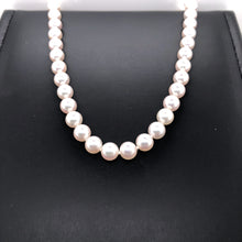 Load image into Gallery viewer, Pearl Necklace