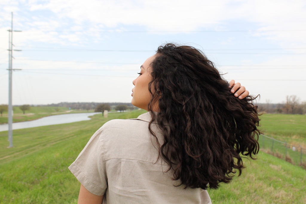 Girl with good curls because of curly girl method