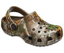 Load image into Gallery viewer, Kid's Classic Realtree Edge Crocs