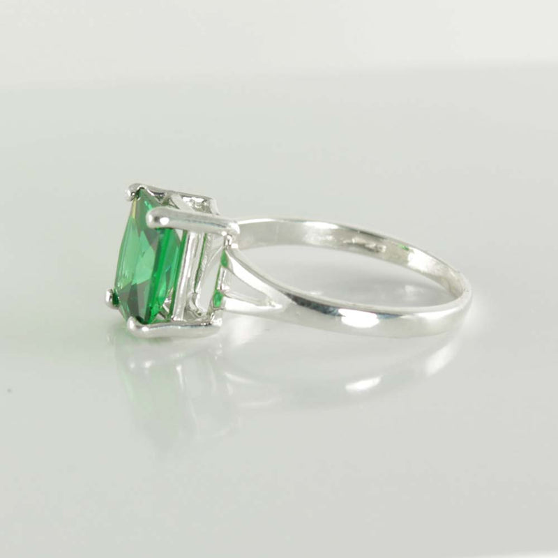 Emerald Ring Sterling Silver / Emerald-Shaped