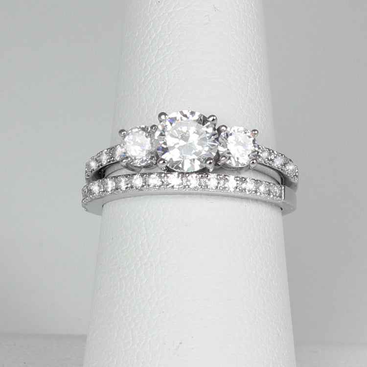 925 Sterling Silver Engagement Ring Set / Round-Shaped