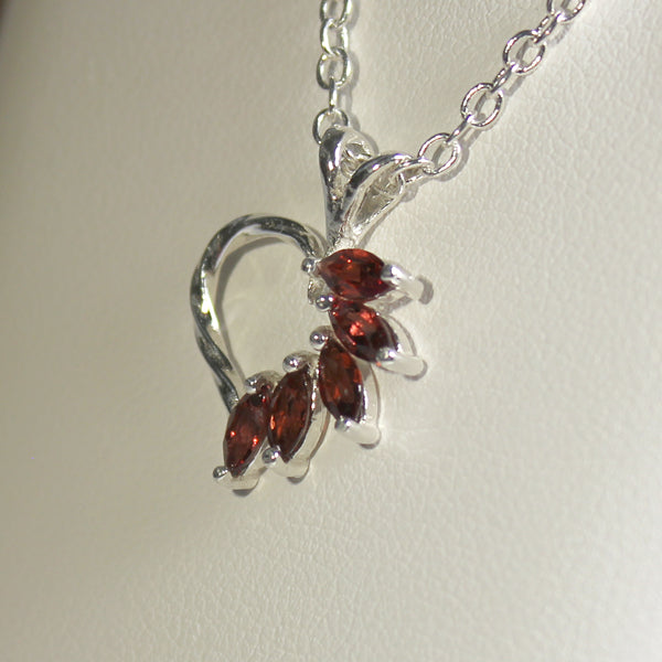 Natural Garnet Necklace 925 Sterling Silver / Heart-Shaped