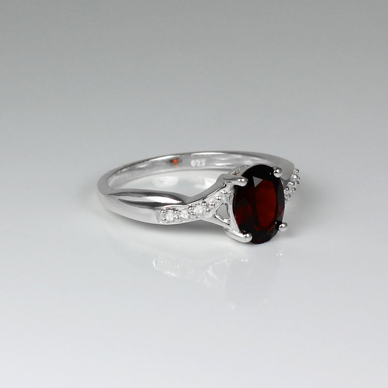 Natural Garnet and White Topaz Accents Ring 925 Sterling Silver / Oval-Shaped