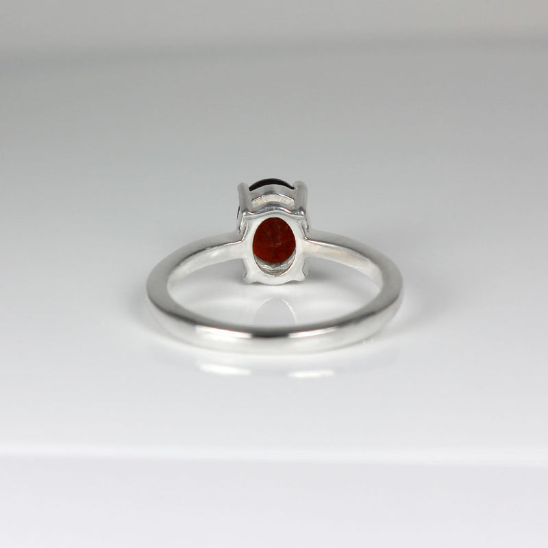 Natural Garnet Ring 925 Sterling Silver / Oval-Shaped Solitaire