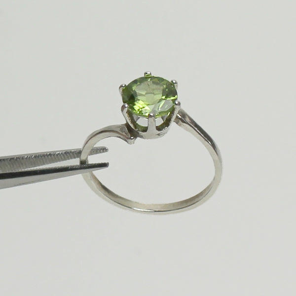 Natural Peridot 925 Sterling Silver Ring / Round-Shaped