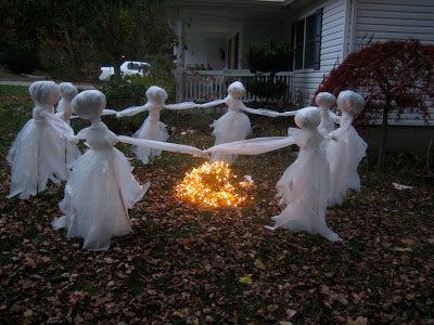 diy creepy lawn ghosts around fire