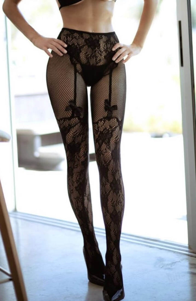 Crotchless pantyhose with illusion suspender