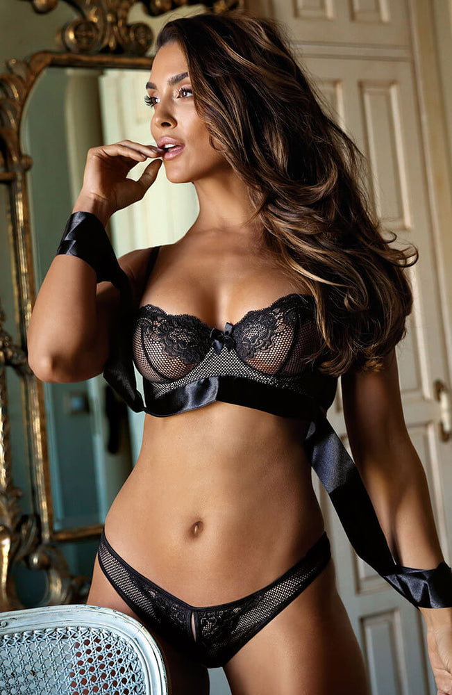 DELICATE - Black bra with satin cuffs