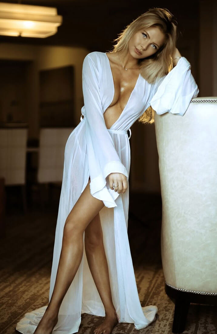 Classic long white robe - Morning Glory