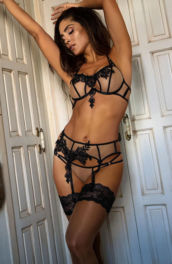PRECIOUS - Halter neck bra with black lace