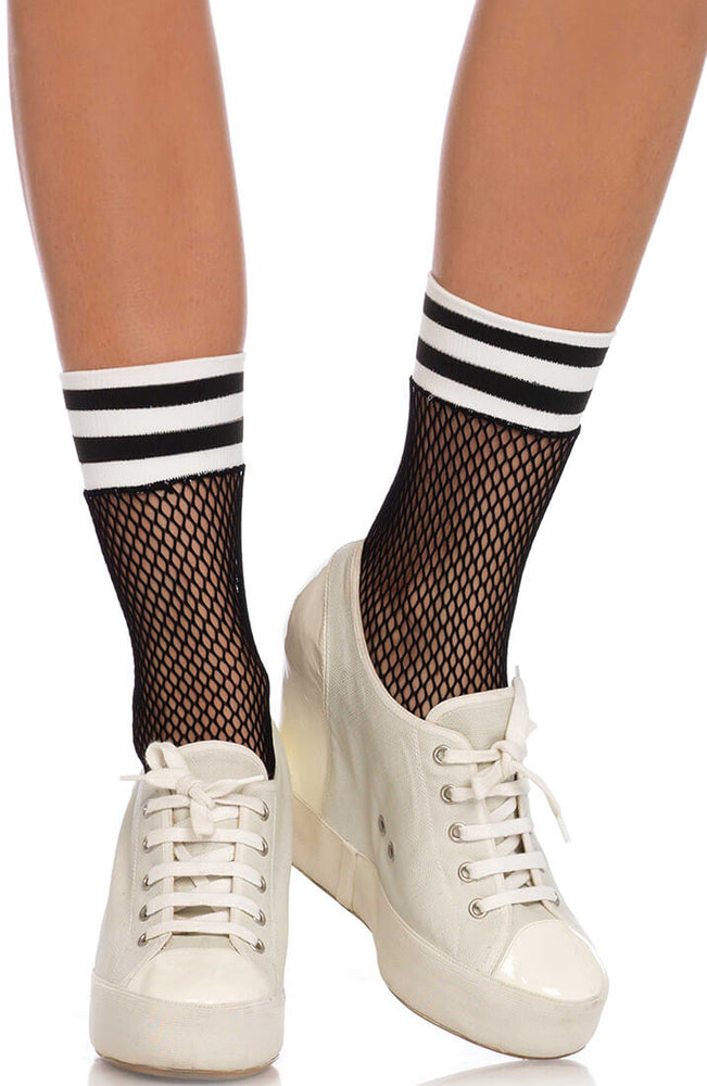 Sporty fishnet ankle highs