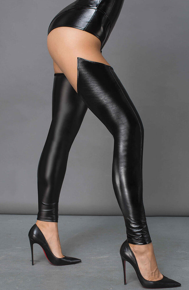 Black wet look stockings - Demanding