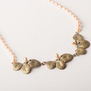 Waterlily neckace with pearls