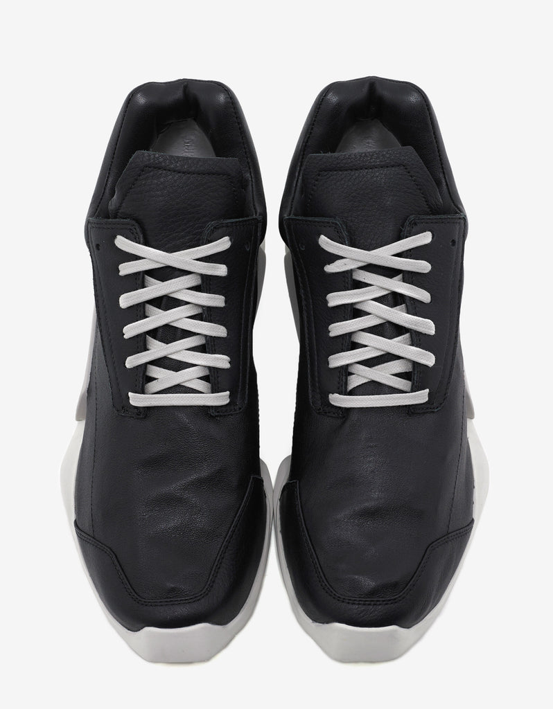 RO Level Runner Low Black Trainers