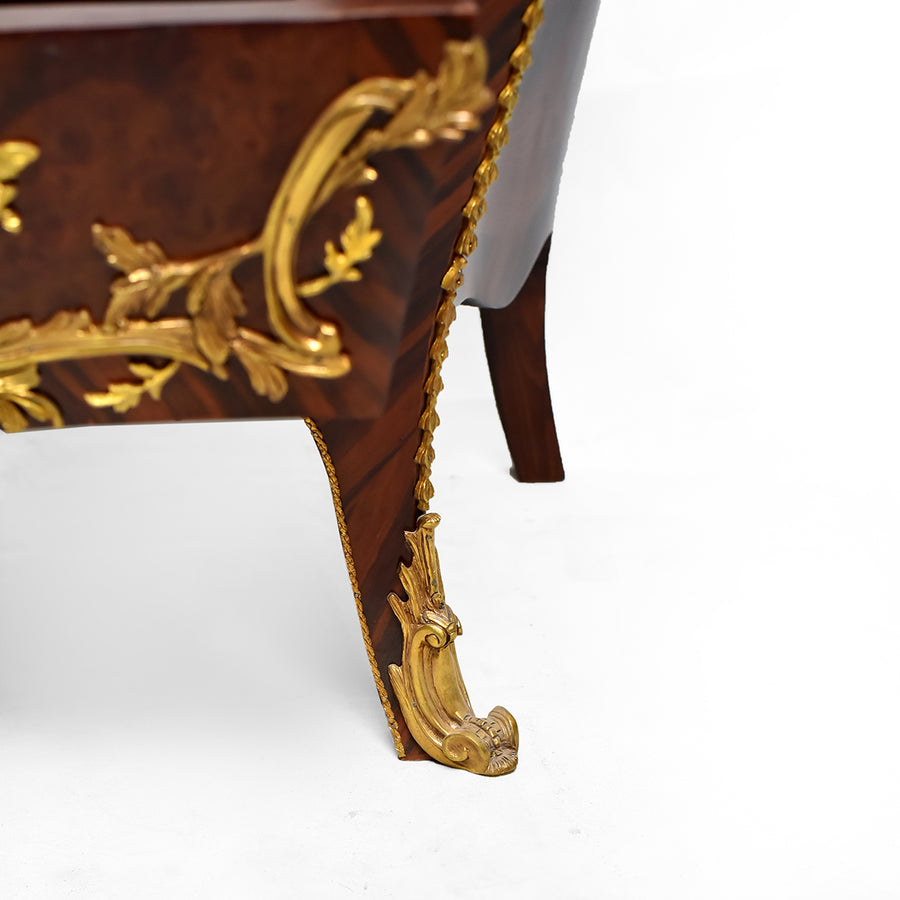 Classical inlaid Louis XV drawer chest