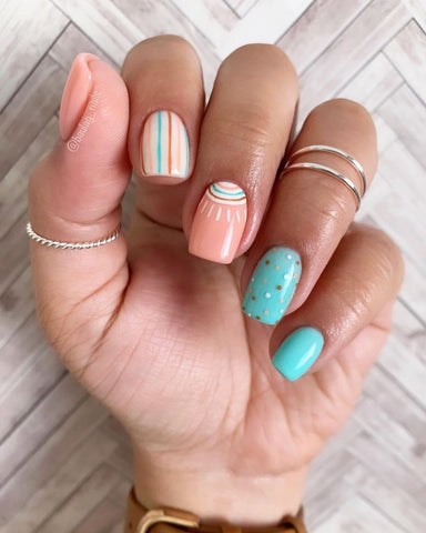 Trendy Abstract Mani