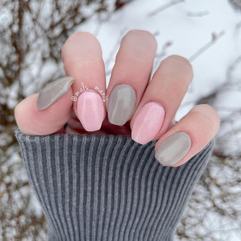 mals_manis(IG), 470-Agreeable Gray, 612-Fingers Crossed