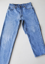 Load image into Gallery viewer, Levi's Medium Wash Jeans, 32""