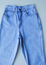 Load image into Gallery viewer, Bill Blass Light Wash Jeans, 26""