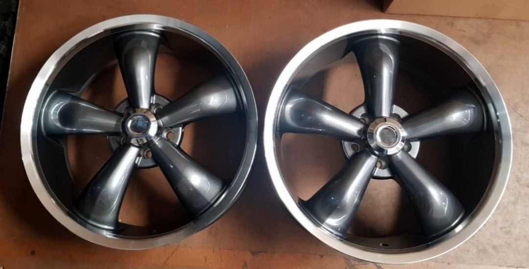 Classic VS214 20x8.5 20p and 20x9.5 18p 5/114.3 Grey Machined Polished Lip mags