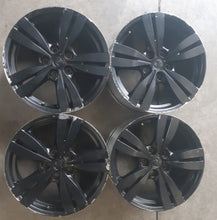 Load image into Gallery viewer, Holden 18x8 5/120 48p s/hand mags Genuine Holden Commodore VE Alloys.