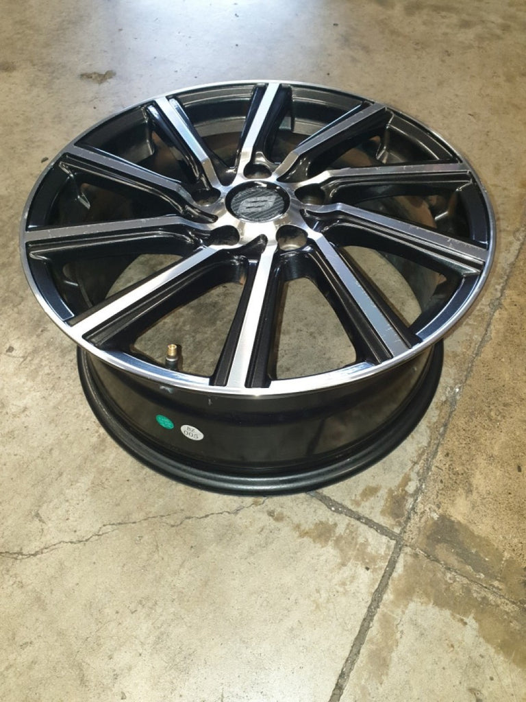 17x7 5/114.3 53p Stranger Rims bad clear could do with a repaint Mazda Honda