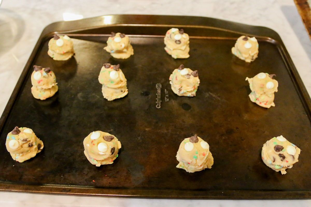 Cake Batter Chocolate Chip Cookies from Smocked Auctions Aunt Ana #12DaysOfChristmasCookies