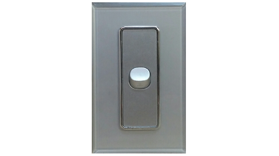 HEM CRYSTAL SINGLE LIGHT SWITCH SILVER ON SILVER