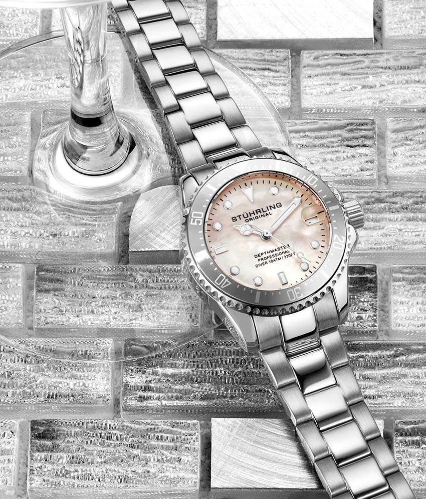 White Dial / Silver Case / Silver Band
