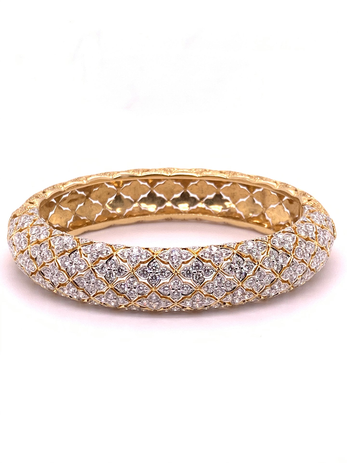 18K Yellow Gold Round Diamond Bangle