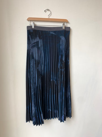Weekend(MaxMara) Navy Pleated Skirt