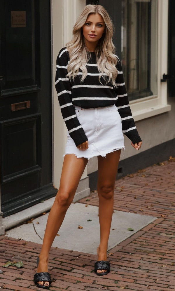 Liv Sweater Black-White Striped