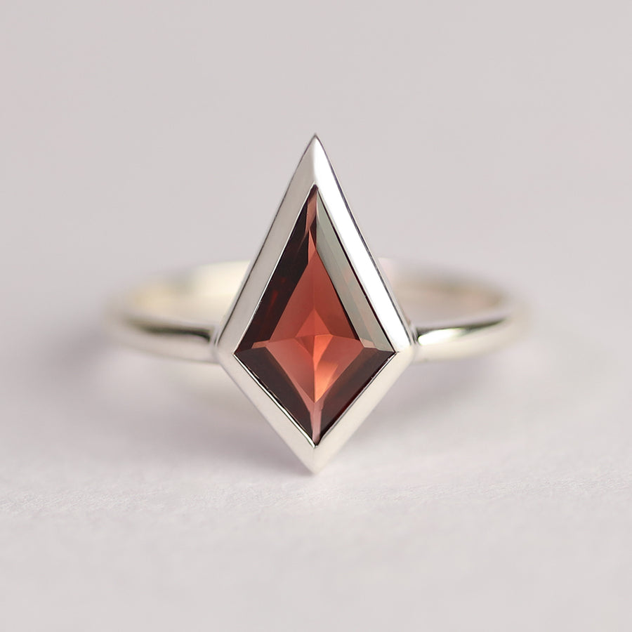 Glenn Garnet Kite Ring