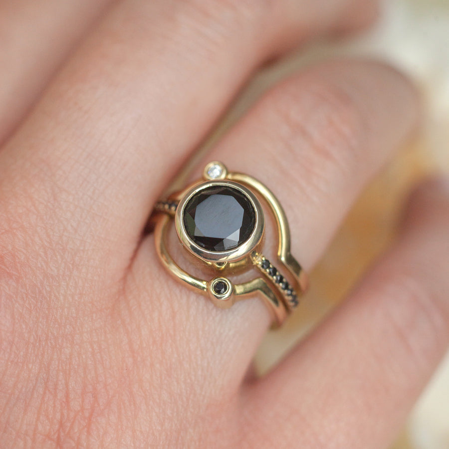 Eclipse Black Spinel Curved Band