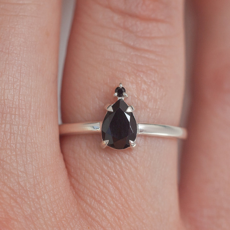 Eva Queen Pear Black Spinel Ring
